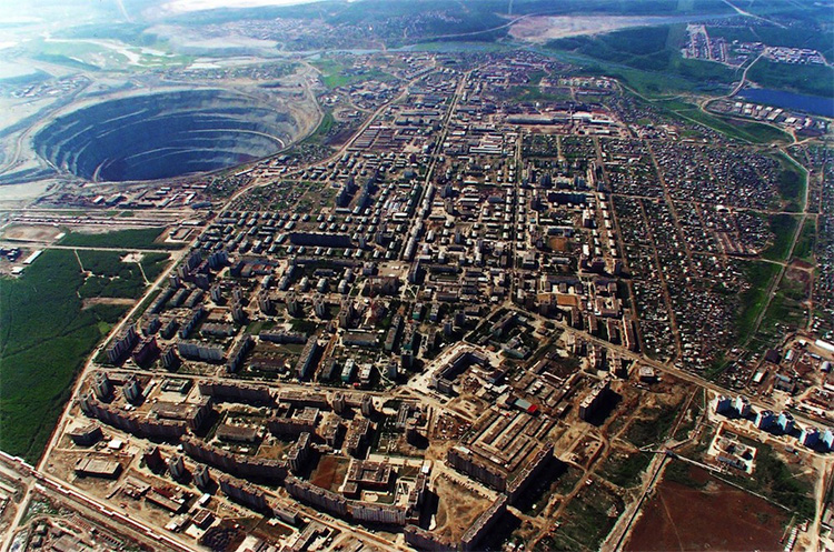 Mirny-Diamond-Mine-Eastern-Siberia-Russia.jpeg